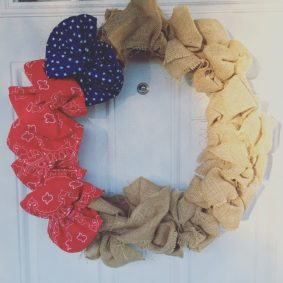 Image and wreath how to from Living that Mom Life.